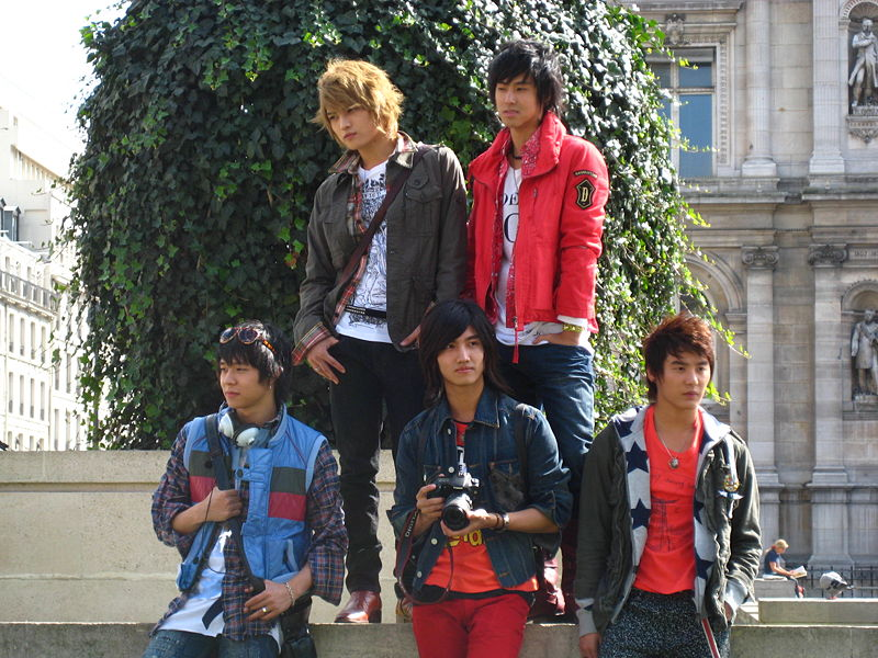 800px-tvxq_in_paris_france